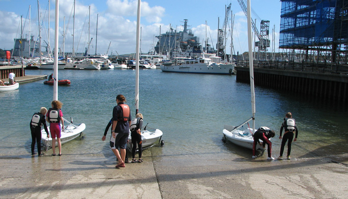 Beginner dinghy sailing courses in Cornwall